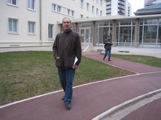Bruno devant la Maison du Maroc - Cité U