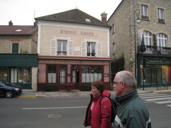 Maryvonne et Jean devant l'Auberge Ravoux à Auvers sur Oise
