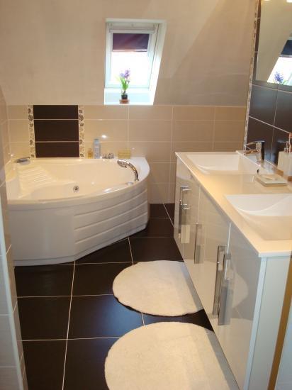 Chocolat noir et blanc - Salle de bain blanc et chocolat ...