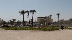 L'esplanade. Au fond le Nile Valley