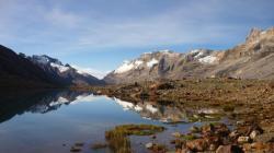 Cocuy - La Laguna de Avellanal se mezcla con los nevados