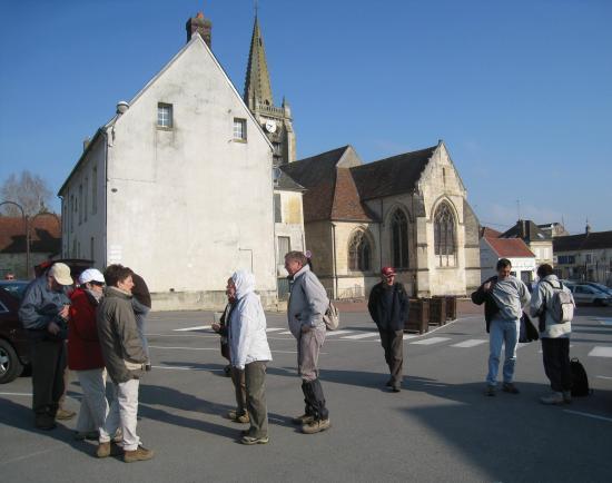 Place de l'église à Verneuil-en-Halatte (60)