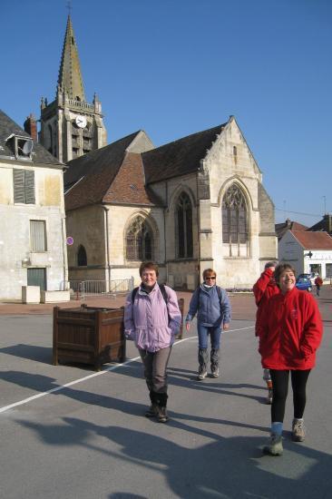 Départ de randonneurs à Verneuil-en-Halatte
