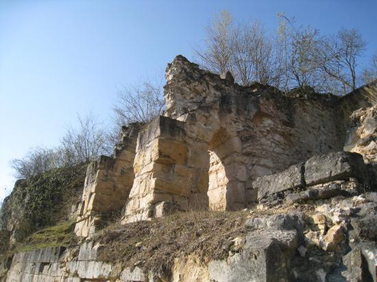 Ruines d'un château à Verneuil-en-Halatte