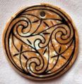 rond 9 - orange, motif celtique noir