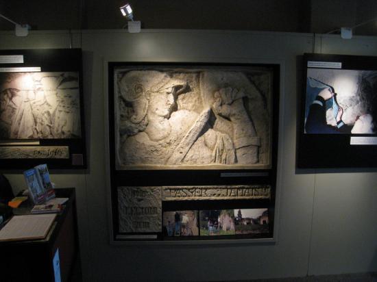 Moulage dans le hall d'entrée du Musée de la Mémoire des Murs