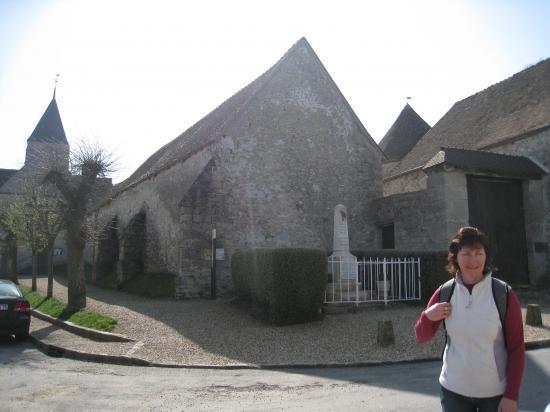 Pascale, Place du Monument aux Morts à Chérence