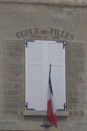 Ecoles des Filles ( érigée en 1880 ) à Champagne sur Oise