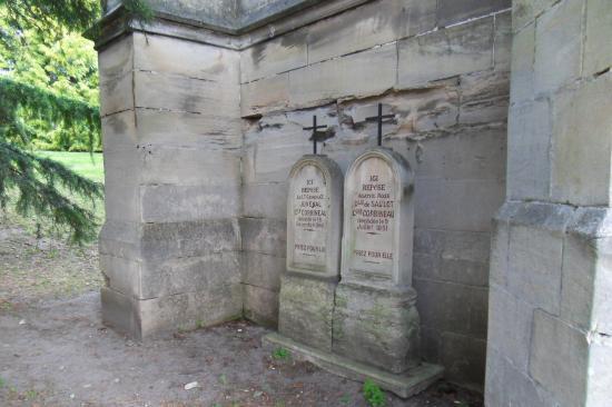 Stèles du Général Juvénal Corbineau et de son épouse