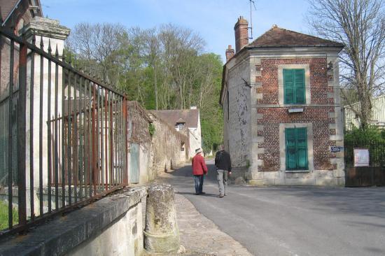 Place de Montigny au loin