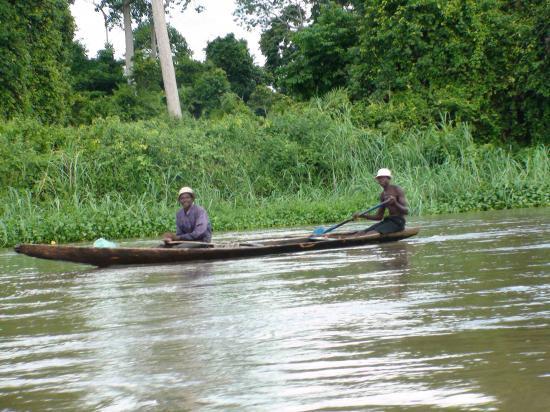 pêcheurs dans une pirogue