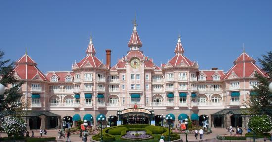 Stay with or without fixed price to disneyland paris - Explorer hotel paris swimming pool ...