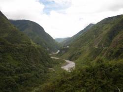 Valle entre Baños y Puyo