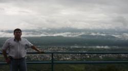 Vicente frente a las ultimas montanas antes de la Amazonia - Macas