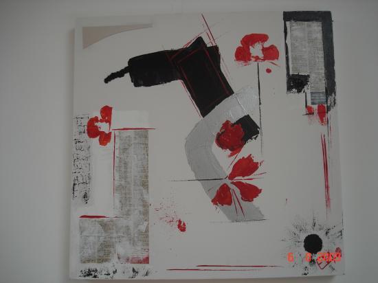 Peinture acrylique et collages divers (papier journal, miroir...)