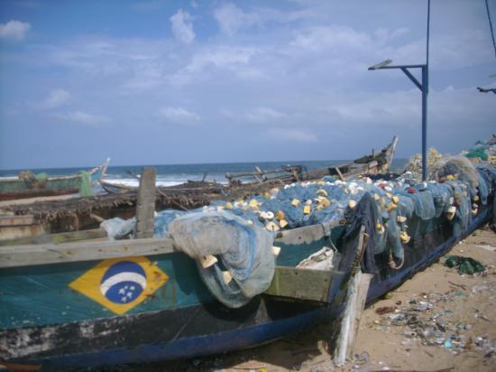 Pirogues de pêcheurs sur la plage