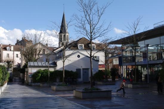Vue de la Médiathèque Jacques-Baumel, côté esplanade. Cliché CSTC.