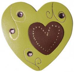 coeur en cuir couleur vert et marron orné de strass et doré à chaud