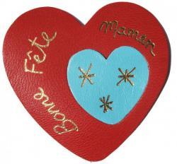 coeur en cuir couleur rouge et turquoise gravé à la dorure à chaud