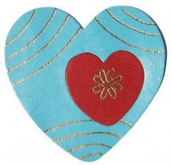 coeur en cuir couleur turquoise et rouge décoré à la dorure à chaud