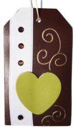 étiquette tag cuir couleur marron et coeur cuir couleur vert