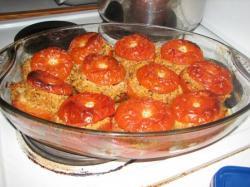 tomates farcies au quinoa, sésame et boulgour